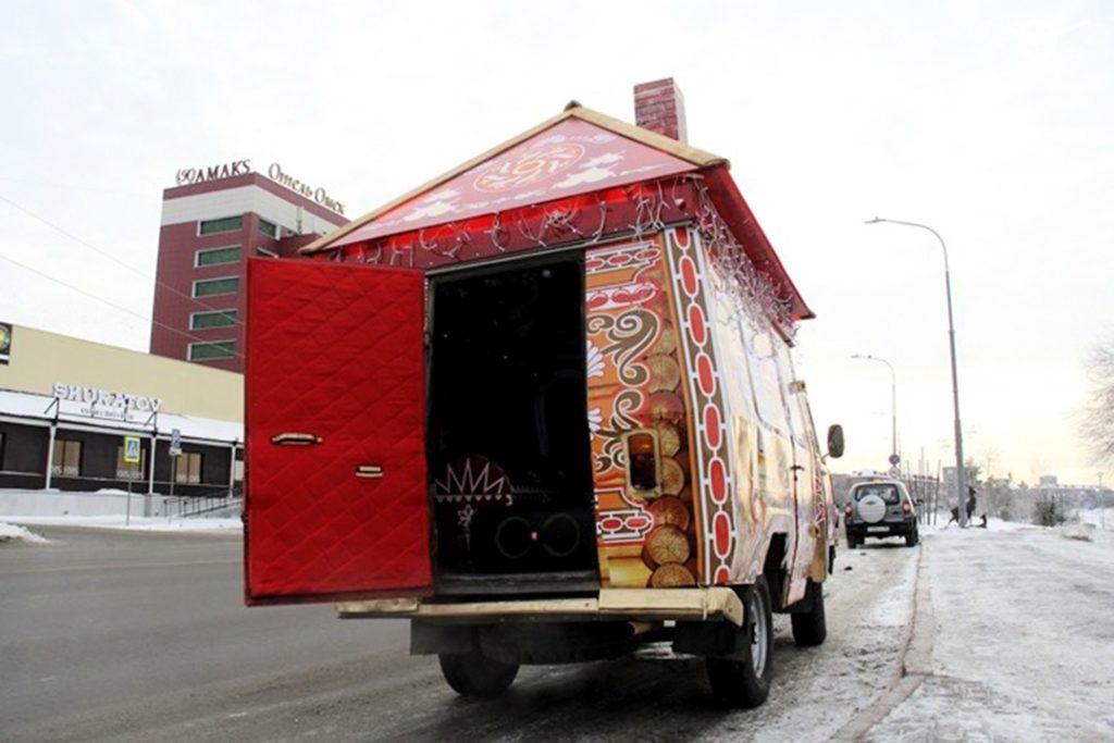 Новогодняя Буханка на улицах Омска