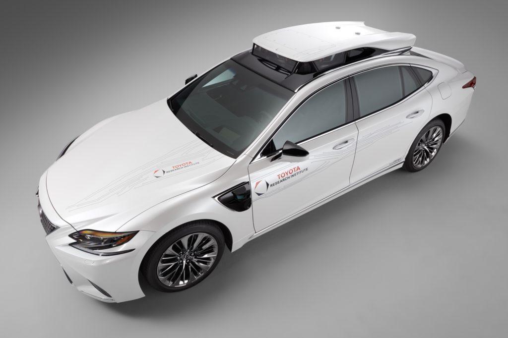 Toyota испытания автомобиля без водителя